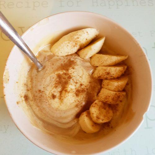 Yoghurt, banana and a hint of cinnamon!